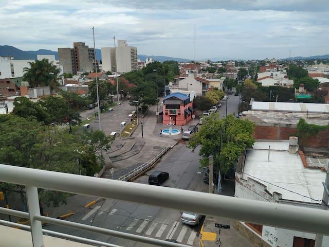 Departamento centro, cochera balcón