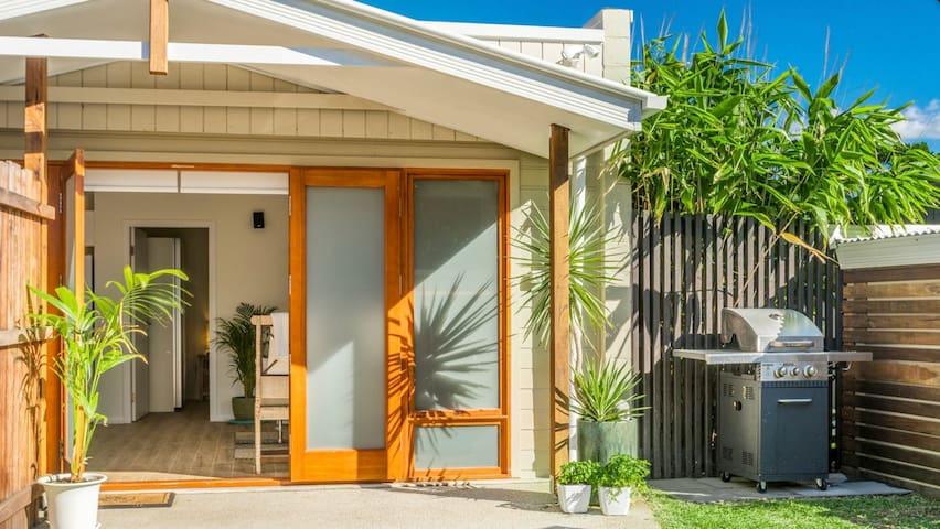 Warm & Inviting Cottage at Belongil/Byron Beach