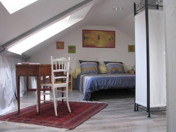 CALME, grande chambre indépendante lit 2 personnes