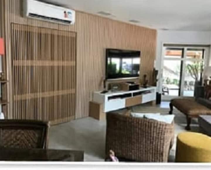 Casa alto padrão em Maresias/ Condomínio
