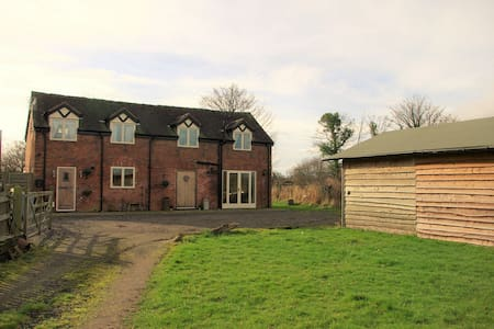 Pinfold Barn luxury detached, 3 bed former barn - Nantwich - Casa