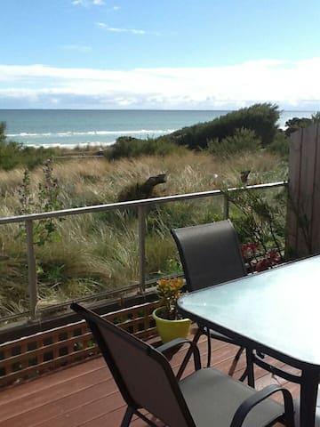 Stylish beachfront apartment with sensational view