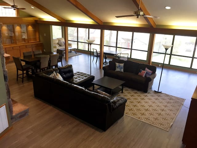 4,000-sqft Home w/ Lake +GolfCourse Views/ Parking