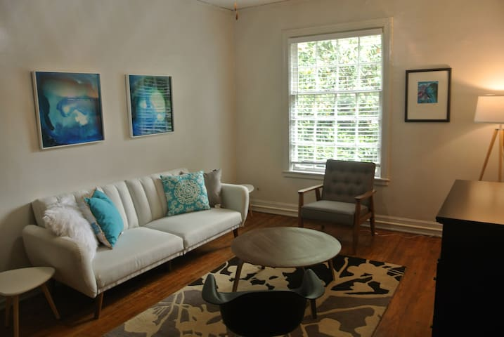 Midtown Classic and Modern 1br Apartment