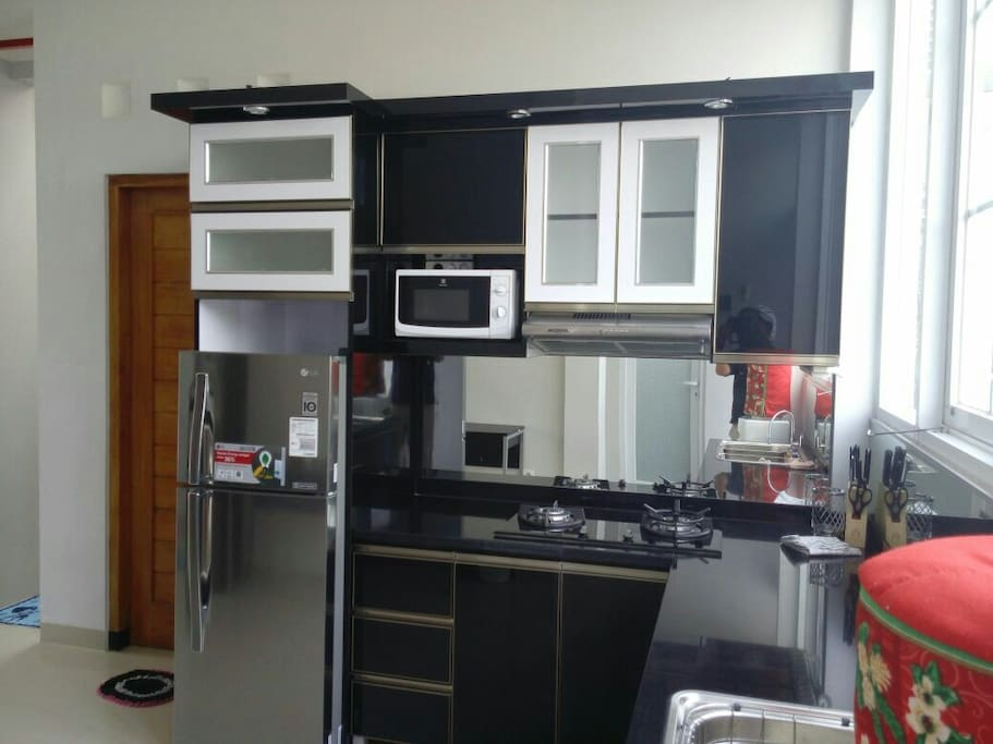 Mahoni homestay nuansa alam hijau houses for rent in for Kitchen set hijau