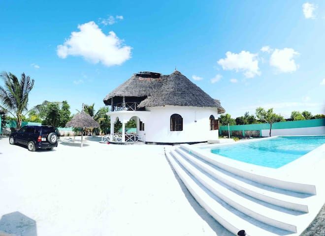 Malaika House Eco with Pool/600 meter from Beach