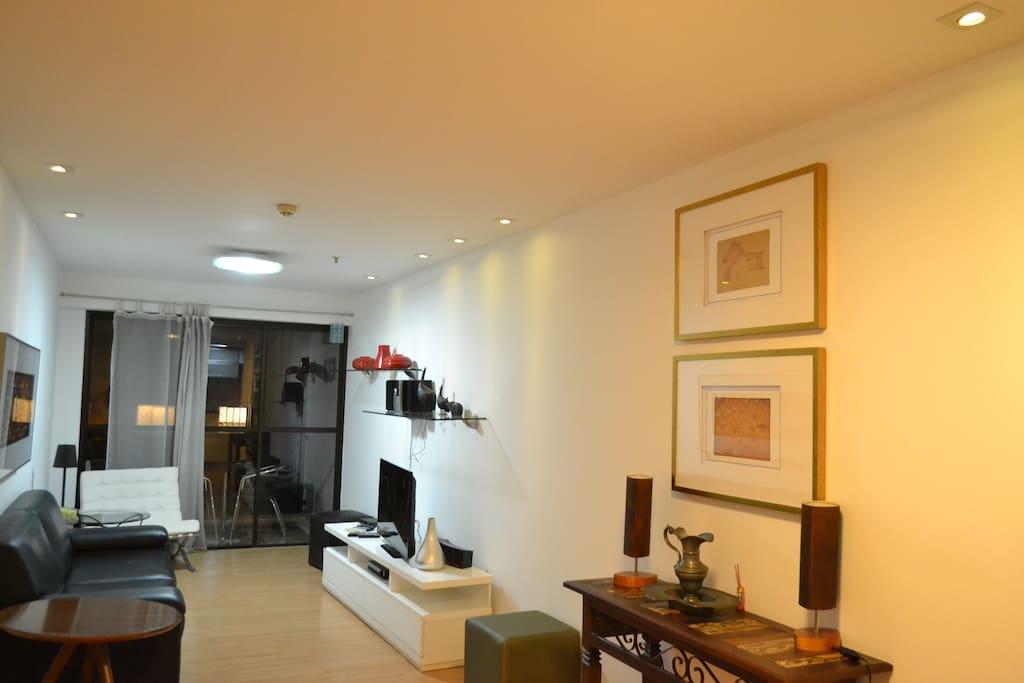 Sala de Estar (Living Room with cable TV)