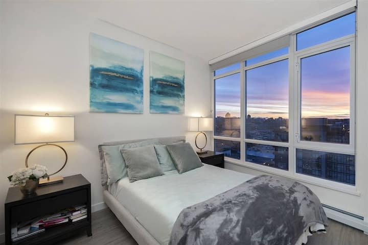 Gorgeous Yaletown 2 Bedroom with Water Views