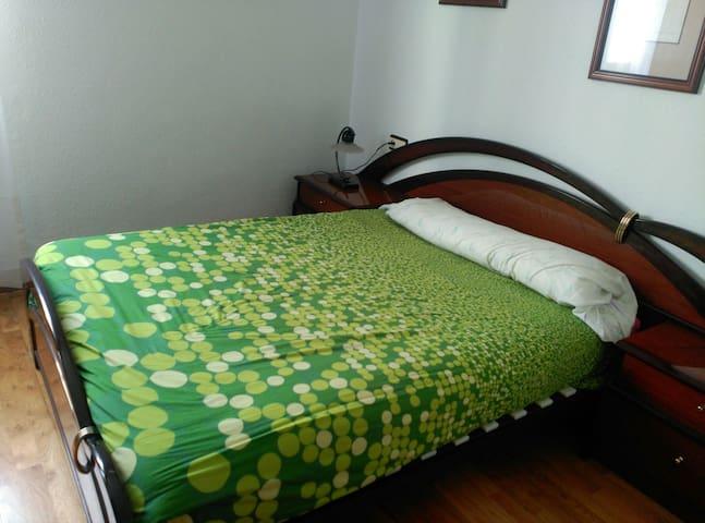 Amplia habitación en casa con jardin - Portugalete, País Vasco, ES - Huis