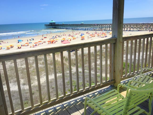 Best Location on Folly. Oceanfront Apt at the Pier