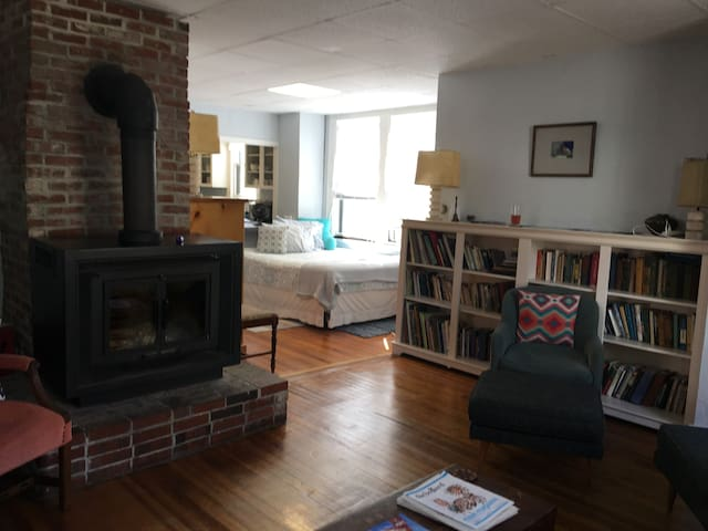 Spacious, airy apt., steps from Eastern Promenade
