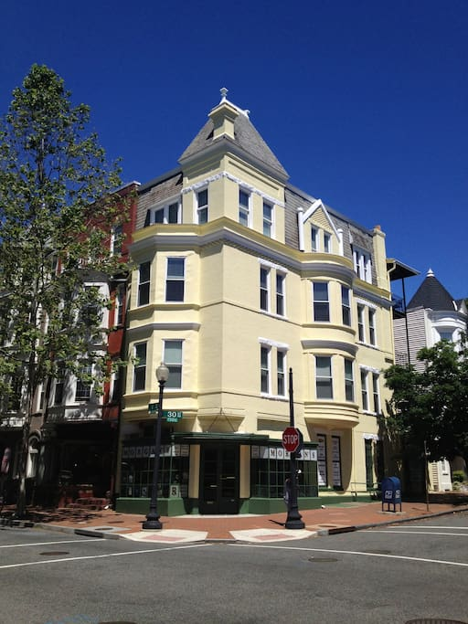 Sunfilled Georgetown Penthouse Apartments For Rent In Washington District Of Columbia United