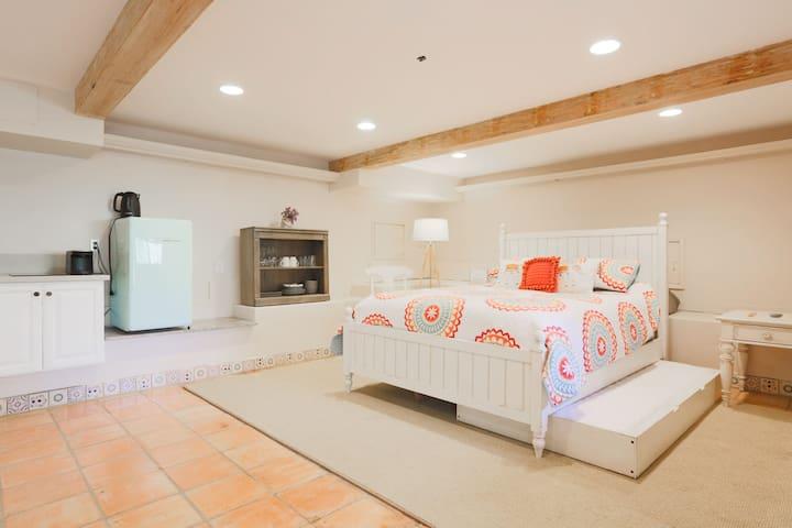 Stylish Suite, Topanga Hike