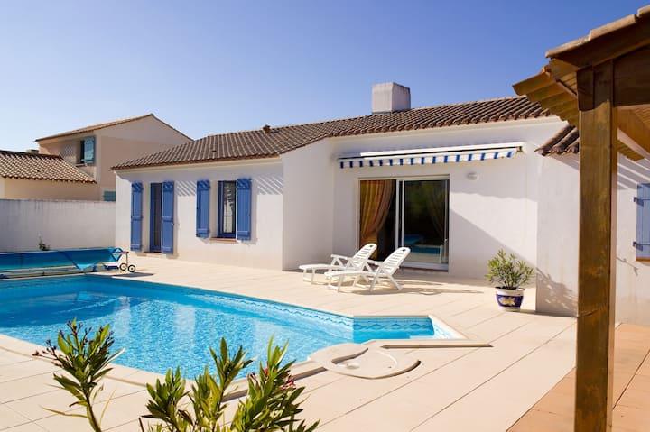 Villa abordable et charmante | Terrasse privée et piscine saisonnière