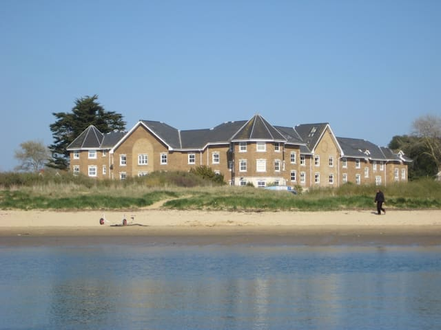 Luxury town house right on the beach in Bembridge - Bembridge - บ้าน