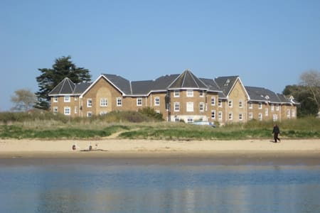 Luxury town house right on the beach in Bembridge - Bembridge