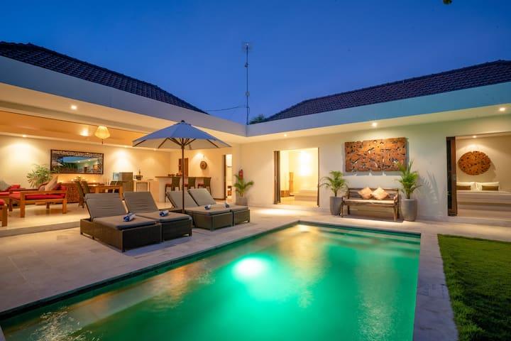 Tropical Luxury (5 min: beach/shops/bars & restos)