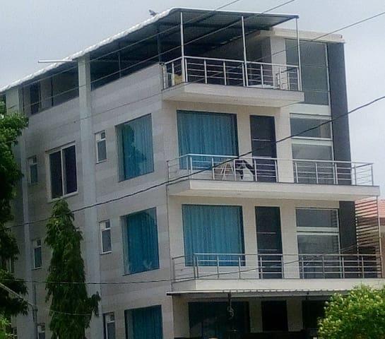 Elegant Ultra-modern Brand New Serviced Apartment