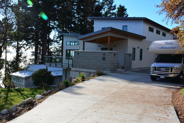 Waterfront Mid Century Modern Home-Sunshine Coast