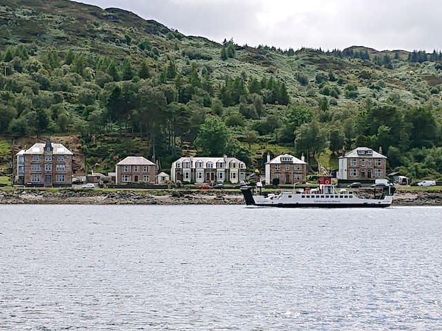 Stunning house with sea frontage in Tarbert
