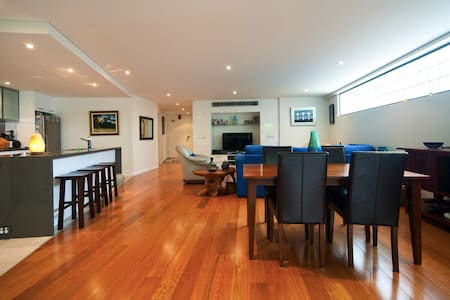 Guest Room in Luxury Beach Living - Manly - Bed & Breakfast