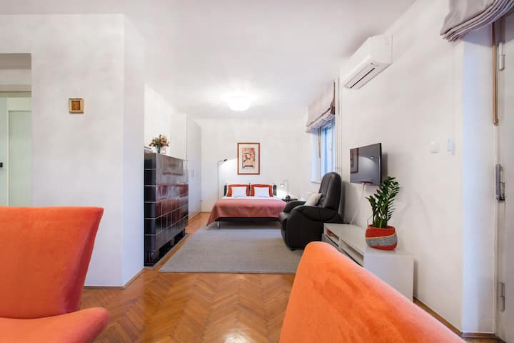 Slovenian art lovers-Orange Apartment-FREE PARKING