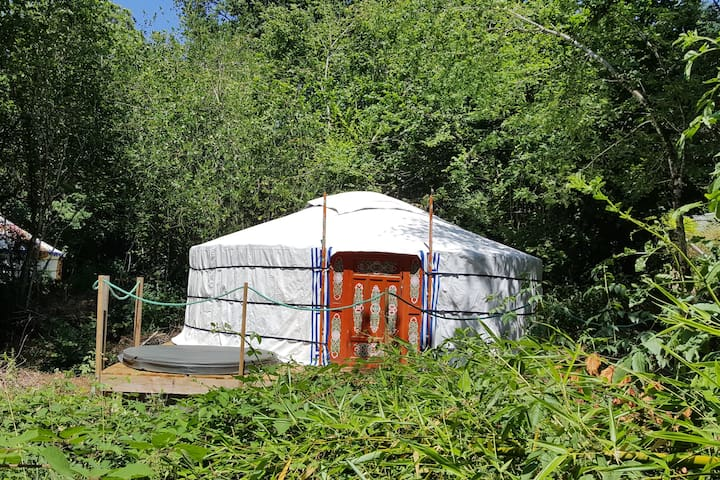 Romantic Yurt with Private Jacuzzi & Pool