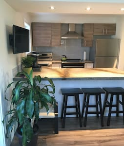 Modern & Bright One Bedroom - Squamish - Huis