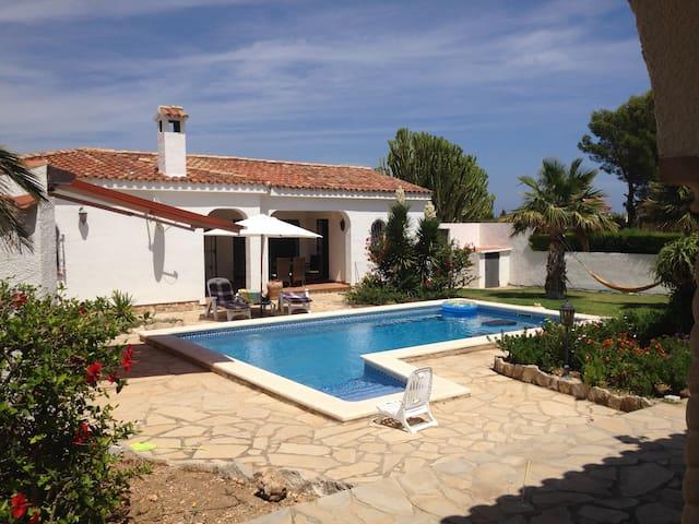 Ferienhaus und Studio mit Pool und grossem Garten - Tres Calas - 別荘