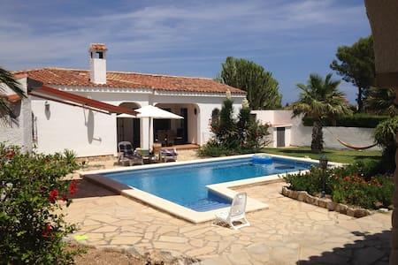Ferienhaus und Studio mit Pool und grossem Garten - Tres Calas - 別墅