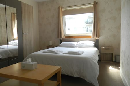 Double-Room 3 Miles South of Glasgow City-Centre