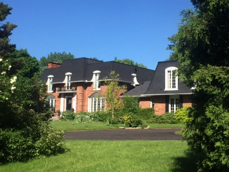 Family home on 1.5 acres, 15 minutes from downtown Ottawa