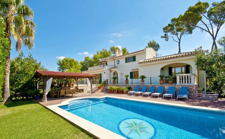 Villa Can Emmes - Private Pool in Large Garden