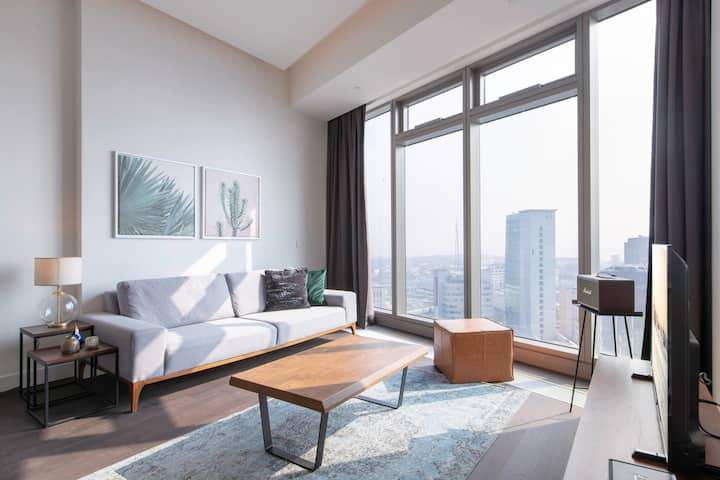 Sunlit 1BR at 42 Maslak with Pool & City View