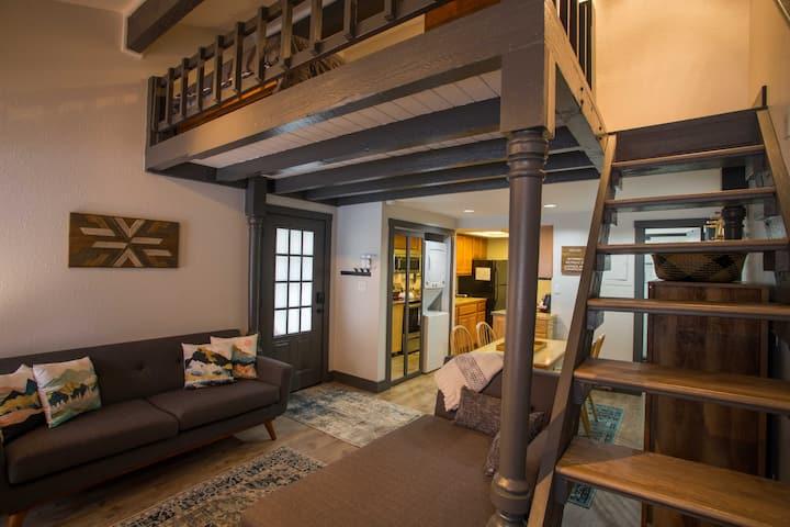 Bright + Cozy In-Town Studio w/ Loft—Ski In/Out
