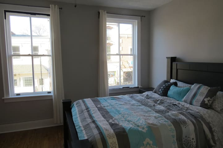 Private 2 Bedroom Downtown Charles Town Condo - Charles Town - Daire