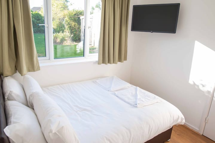 ⭐️Ditton Meadows Rooms⭐️CLOSE TO TRAIN STATION⭐️