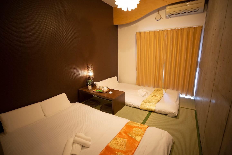 Design apt has 1bedroom with 2D tatami beds(140cmx200cm)时尚公寓一间卧室2张双人榻榻米床垫