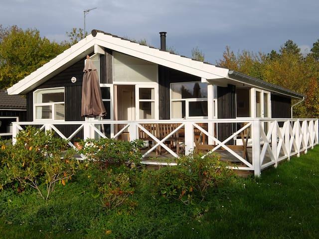 Hyggeligt sommerhus i Tisvildeleje.