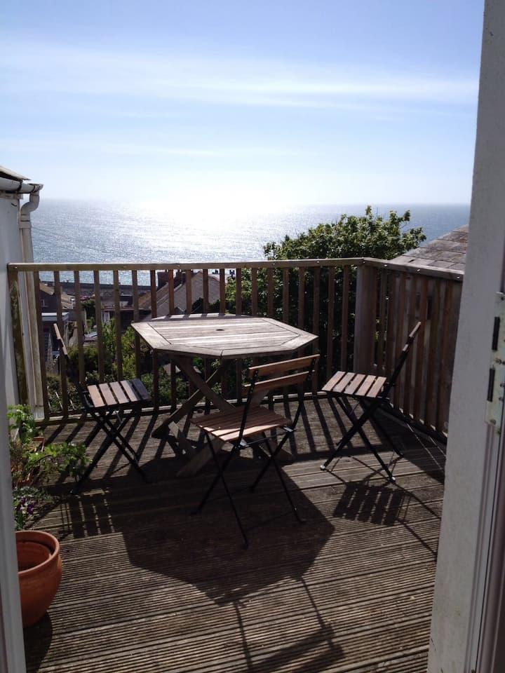Spacious Sea View Apartment - Year Round Retreat