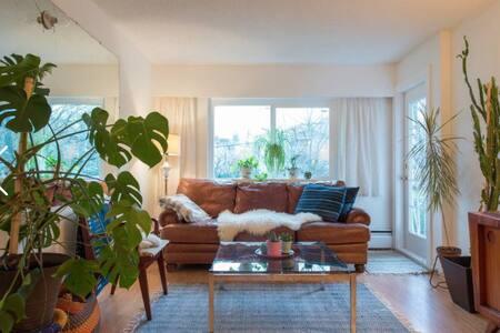 Mid-Century Main Street Escape - Vancouver - Appartement
