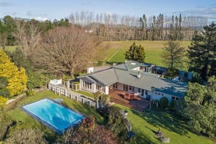 Great Private home on 6Ha with Pool -kids paradise