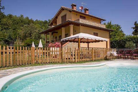 Castagno di Trebbio, escursioni, relax e piscina.