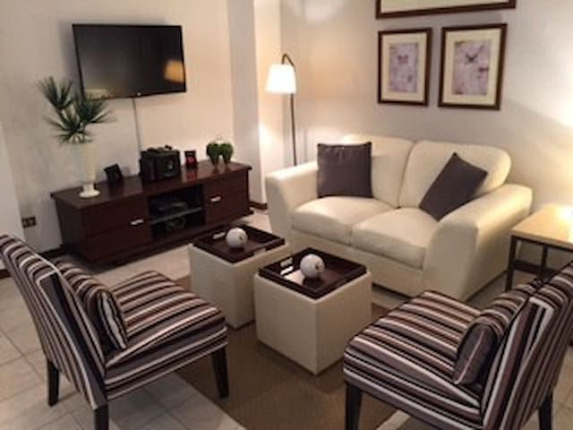 Luxuriously Detailed, Cozy and Perfectly Located - San Rafael - Apartament