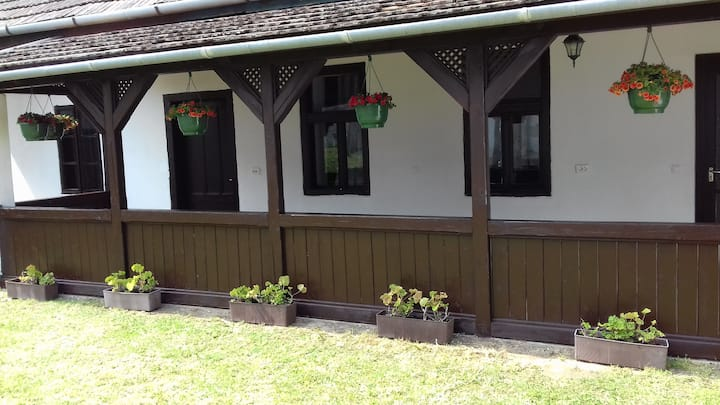 Cottage House in the heart of Balatonszemes