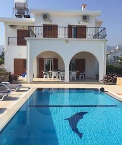 Sea Front Villa-A beautiful 3 bedroom villa - Karaoğlanoğlu