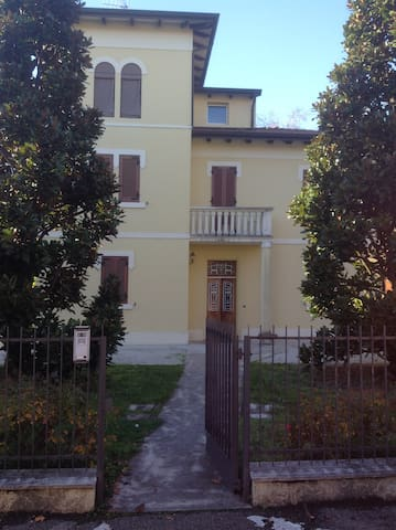 Le Rose Bed & Breakfast - San Pietro In Casale - Bed & Breakfast
