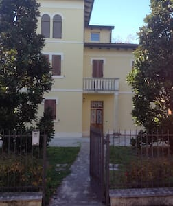 Le Rose Bed & Breakfast - San Pietro In Casale - Гестхаус