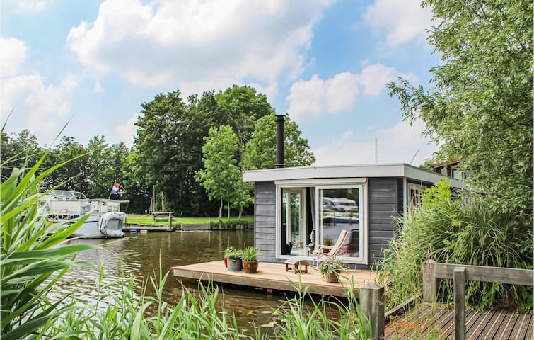 Houseboat with 1 bedroom on 58m² in Winsum