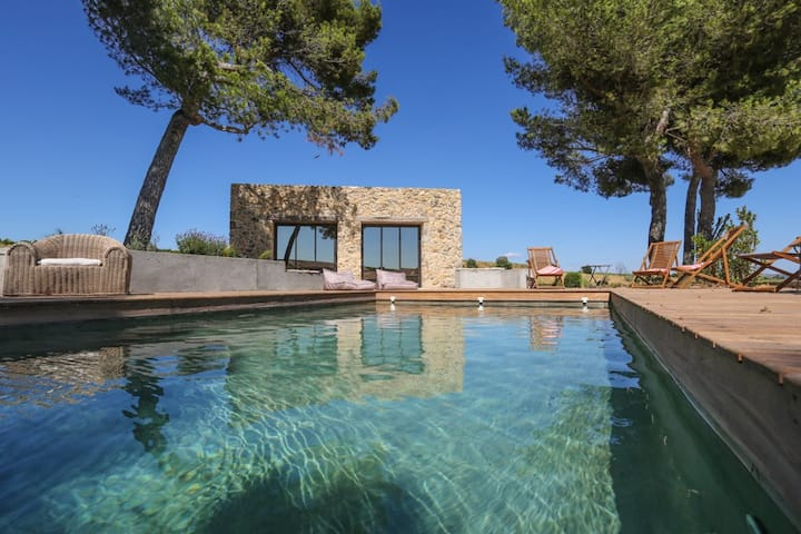 High quality cottage near Pézenas with heated pool